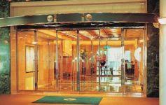 фото автоматические раздвижные двери алюминевые в гостиницу