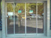 фото автоматические раздвижные двери алюминевые в отель