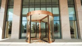 фото карусельные двери для магазина часов