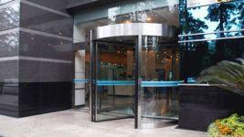 фото карусельные офисные двери