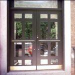 фото двухпальные маятниковые двери
