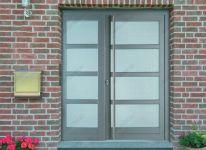фото маятниковые двери алюминевые для частного дома