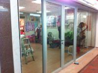 фото маятниковые двери алюминевые для магазина