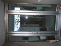 фото маятниковые однопальные двери алюминевые