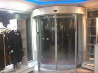 фото радиусные автоматические двери для магазина одежды