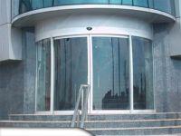 фото радиусные автоматические двери в торговый дом