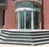 фото радиусные автоматические мультиофсадные двери