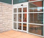 фото телескопические раздвижные двери для кафе