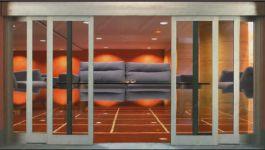 фото телескопические раздвижные двери для выставочного зала
