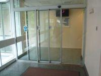 фото телескопические раздвижные двери со стеклом