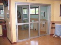 фото телескопические раздвижные стеклянные двери в госпитале