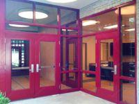 фото металлические распашные двери со стеклом
