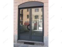 фото металлические входные двери со стеклом