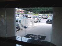 фото автоматические раздвижные двери (стеклянные) для автосалона