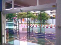 фото автоматические раздвижные двери (стеклянные) для магазина