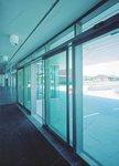 фото автоматические раздвижные двери (стеклянные) для магазина бытовой техники