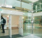 фото автоматические раздвижные двери (стеклянные) для жд вокзала