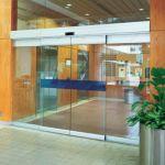 фото автоматические раздвижные двери (стеклянные) из алюминия