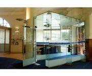 фото одностворчатве автоматические стеклянные двери (распашные)