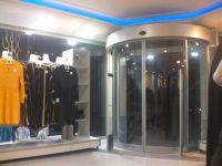 фото круглые двери для магазина одежды