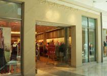 фото маятниковые распашные двери стеклянные для магазина одежды