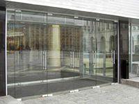 фото маятниковые стеклянные распашные двери двухстворчатые