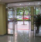 фото распашные двери входные для гостинницы
