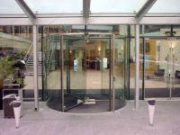 фото револьверные двери для торгового центра