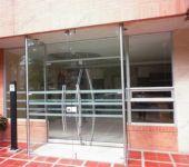 фото стеклянные двухпольные входные двери