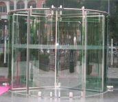 фото стеклянные комбинированые входные двери