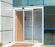 фото стеклянные одностворчатые входные двери