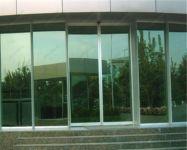 фото стеклянные раздвижные входные двери