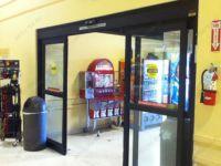 фото телескопические входные двери для магазина