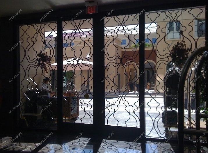 двери входные из железа и стекла