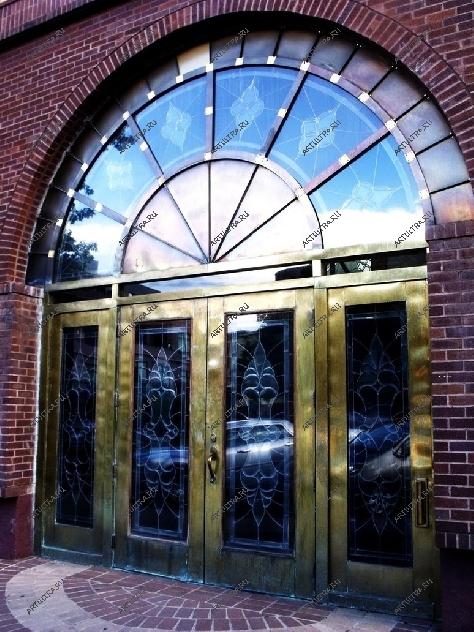 металлические входные двери в общественное здание