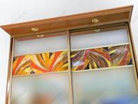 фото шкаф с витражами