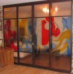 фото раздвижная дверь с витражом