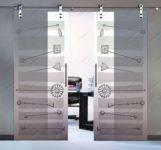 фото раздвижные двери с витражами