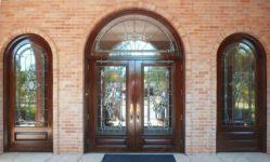 фото дверь входная с витражом