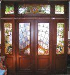 фото входная дверь и витражи