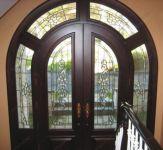 фото входная дверь с витражом
