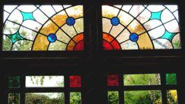 Окно с витражом фото