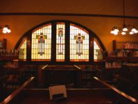 фото библиотека с витражом