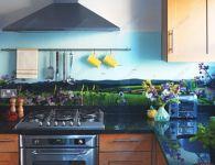 Кухня с фотостеклом