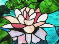 фото витражная лилия