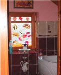 фото витражное окно в ванной комнате
