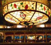 фото витражные светильники в интерьере ресторана