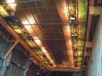 фото встроенный в потолок витраж