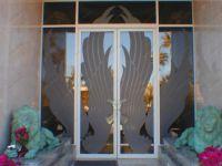 фото зеркальные двери с пескоструем
