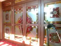 фото двери с пленочным витражом